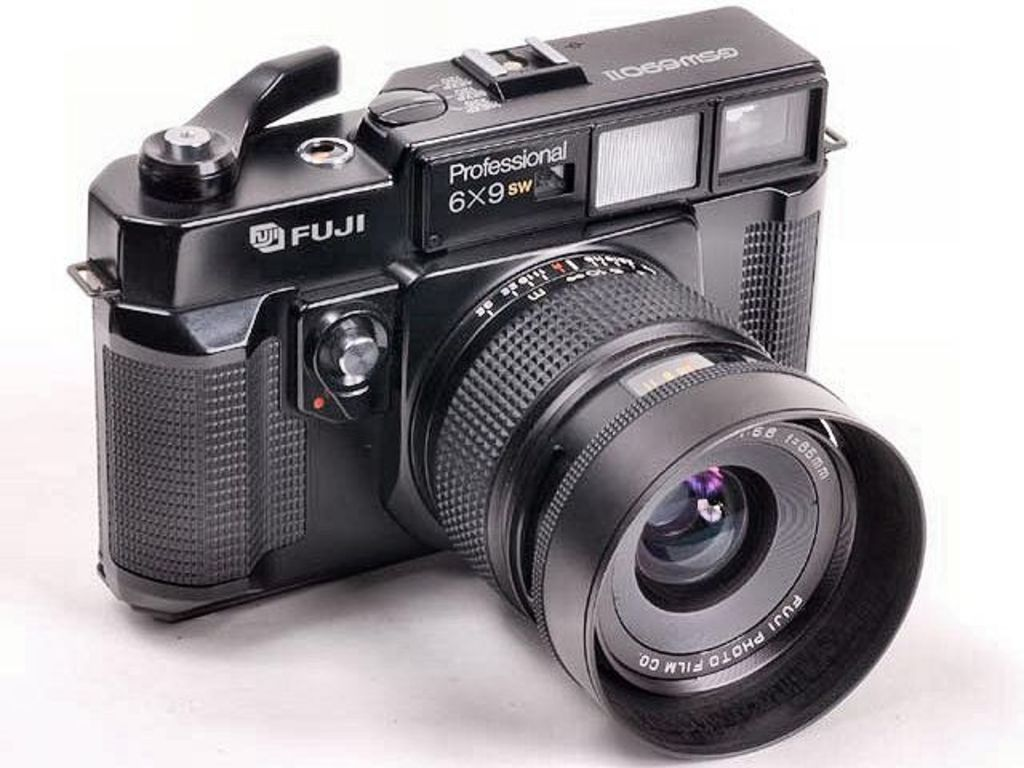 for fuji it makes little sense to compete in the full frame market against canon nikon and sony beasts and they also understand that the quality difference - Mirrorless Full Frame